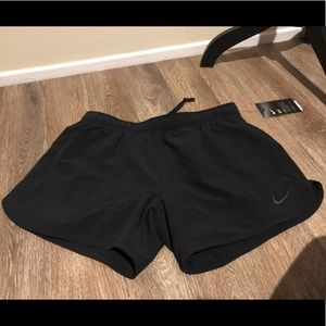 NWT Nike dri-fit shorts with liner